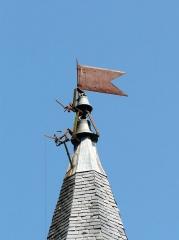 Ancien hôpital Saint-Jean ou ancien prieuré - Français:   Girouette et cloches au sommet du clocher, chapelle de l\'ancien prieuré, Montignac, Dordogne, France.