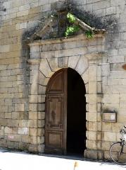 Ancien hôpital Saint-Jean ou ancien prieuré - Français:   Le portail de la chapelle de l\'ancien prieuré, Montignac, Dordogne, France.