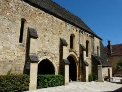 Ancien hôpital Saint-Jean ou ancien prieuré - Français:   Façade occidentale de la chapelle de l\'ancien prieuré, Montignac, Dordogne, France.