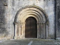 Eglise Notre-Dame de l'Assomption de Ménesterol - Français:   Le portail ouest de l\'église Saint-Pierre-ès-Liens, Ménestérol, Montpon-Ménestérol, Dordogne, France