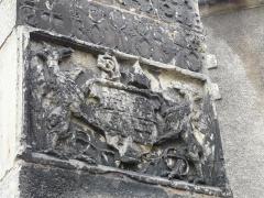 Couvent de Sainte-Marthe - Français:   Armoiries sur le contrefort sud-est de la chapelle Saint-Jean-Baptiste, Périgueux, Dordogne, France.