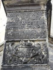 Couvent de Sainte-Marthe - Français:   Inscription et armoiries sur le contrefort sud-est de la chapelle Saint-Jean-Baptiste, Périgueux, Dordogne, France.