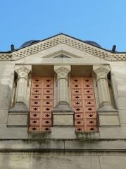 Ancienne loge maçonnique - Français:   Côté rue Notre-Dame, fenêtre du temple maçonnique de Périgueux, Dordogne, France.