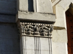 Ancienne loge maçonnique - Français:   Chapiteau sculpté sur la façade principale du temple maçonnique de Périgueux, Dordogne, France.