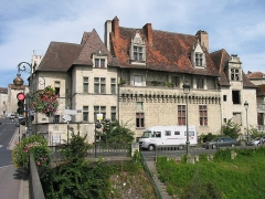 Maison - English: Houses in Perigueux (South Western France) on the bank of the river Isle