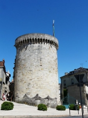 Tour Mataguerre - Français:   La tour Mataguerre, Périgueux, Dordogne, France.