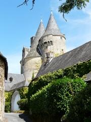 Château de la Chapoulie - Français:   Le château de la Chapoulie, Peyrignac, Dordogne, France.