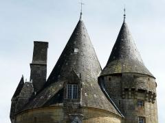 Château de la Chapoulie - Français:   Les toits du château de la Chapoulie, Peyrignac, Dordogne, France.