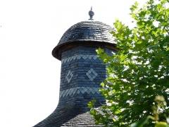 Château de la Chapoulie - Français:   Le sommet du pigeonnier du château de la Chapoulie, Peyrignac, Dordogne, France.