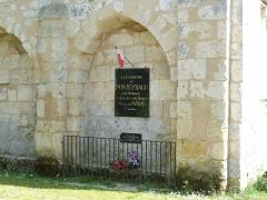 Eglise Saint-Denis - Français:   Monument aux morts, église de Ponteyraud, Dordogne, France
