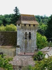 Eglise Notre-Dame de la Nativité - Français:   Le clocher-donjon de l\'église Notre-Dame-de-la-Nativité, Pressignac-Vicq, Dordogne, France.