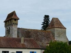Eglise Notre-Dame de la Nativité - Français:   Les deux clochers de l\'église Notre-Dame-de-la-Nativité, Pressignac-Vicq, Dordogne, France.