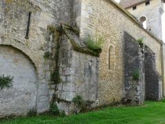 Eglise Notre-Dame de la Nativité - Français:   Contreforts de l\'église Notre-Dame-de-la-Nativité, Pressignac-Vicq, Dordogne, France.
