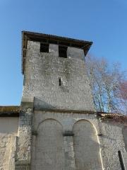 Eglise Saint-Pierre de Faye - Français:   La façade sud du clocher de l\'église Saint-Pierre de Faye, Ribérac, Dordogne, France.