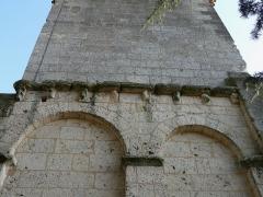 Eglise Saint-Pierre de Faye - Français:   Les modillons de la façade nord du clocher, église Saint-Pierre de Faye, Ribérac, Dordogne, France.
