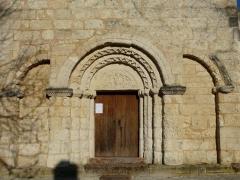 Eglise Saint-Pierre de Faye - Français:   Le portail de l\'église Saint-Pierre de Faye, Ribérac, Dordogne, France.