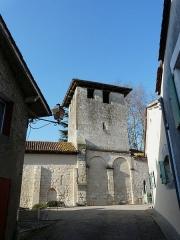 Eglise Saint-Pierre de Faye - Français:   La façade sud de l\'église Saint-Pierre de Faye, Ribérac, Dordogne, France.