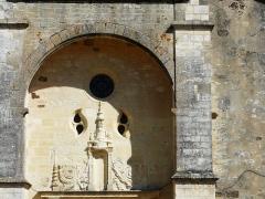Eglise Saint-Germain de Rouffignac - Français:   Le dessus du portail de l\'église Saint-Germain de Paris, Rouffignac-Saint-Cernin-de-Reilhac, Dordogne, France.