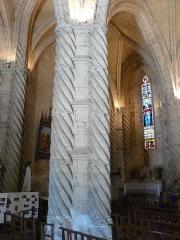 Eglise Saint-Germain de Rouffignac - Français:   Colonnes câblées engagées dans un pilier de la nef de l\'église Saint-Germain de Paris, Rouffignac-Saint-Cernin-de-Reilhac, Dordogne, France.