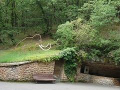 Grotte du Cro de Granville ornée de peintures et de gravures pariétales - Deutsch: Frankreich, Département Dordogne, Höhleneingang zur Grotte de Rouffignac