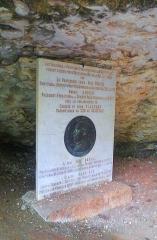 Grotte du Cro de Granville ornée de peintures et de gravures pariétales - English: A memorial to the Abbe Henri Breuil at the entrance to the Rouffignac Cave, Dordogne. Spring 2013.