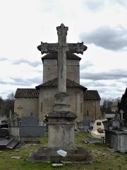 Eglise Sainte-Eulalie - Français:   La croix principale dans le cimetière de Saint-Aulaye, Saint Aulaye-Puymangou, Dordogne, France.