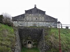 Eglise Sainte-Eulalie - Français:   L\'entrée de la crypte sous l\'église de Saint-Aulaye, Saint Aulaye-Puymangou, Dordogne, France.
