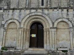 Eglise Sainte-Eulalie - Français:   Le portail de l\'église de Saint-Aulaye, Saint Aulaye-Puymangou, Dordogne, France.
