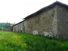 Restes du prieuré de Badeix - Français:   Le côté est de l\'ancien prieuré de Badeix, Saint-Estèphe, Dordogne, France.
