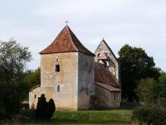 Eglise Saint-Jean et presbytère de Mortemart - Français:   L\'église de Mortemart vue depuis l\'est-nord-est, Saint-Félix-de-Reillac-et-Mortemart, Dordogne, France.