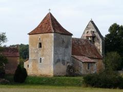 Eglise Saint-Jean et presbytère de Mortemart - Français:   L\'église de Mortemart vue depuis le nord-est, Saint-Félix-de-Reillac-et-Mortemart, Dordogne, France.