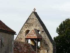 Eglise Saint-Jean et presbytère de Mortemart - Français:   Le clocher-mur de l\'église de Mortemart, Saint-Félix-de-Reillac-et-Mortemart, Dordogne, France.