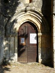 Eglise Saint-Jean et presbytère de Mortemart - Français:   Le portail de l\'église de Mortemart, Saint-Félix-de-Reillac-et-Mortemart, Dordogne, France.