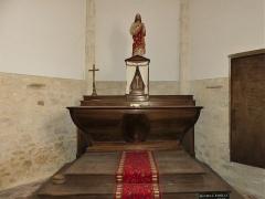 Eglise Sainte-Innocente - Français:   L\'autel en bois, église de Sainte-Innocence, Dordogne, France.
