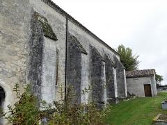 Eglise Sainte-Innocente - Français:   Contreforts de l\'église, Sainte-Innocence, Dordogne, France.