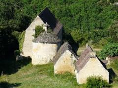 Château de Fénelon - La ferme de la Condamine au lieu-dit l'Allée, dont un pigeonnier circulaire avec toit en lauzes, Sainte-Mondane, Dordogne, France.