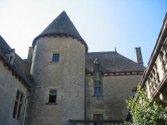 Château de Fénelon - English: One of the towers of the château de Fénelon in Sainte-Mondane
