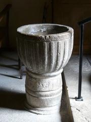Eglise Saint-Ours - Français:   Le bénitier de l\'église Saint-Ours, Sainte-Orse, Dordogne, France. Classé monument historique au titre d\'objet, il date de 1738.