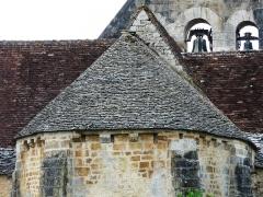Eglise Saint-Ours - Français:   La couverture en lauzes du chevet de l\'église Saint-Ours, Sainte-Orse, Dordogne, France