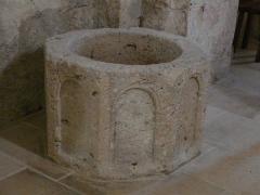 Eglise Saint-Vincent - Français:   Cuve baptismale dans l\'église Saint-Vincent, Saint-Vincent-Jalmoutiers, Dordogne, France.