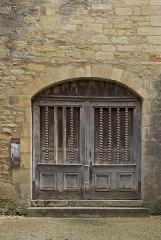 Chapelle des Pénitents Bleus ou chapelle Saint-Benoît - Français:   Chapelle Saint-Benoît (Chapelle des Pénitents Bleus), XIIème siècle, à Sarlat, Dordogne. Le portail d\'entrée.