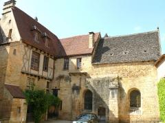 Chapelle des Pénitents Bleus ou chapelle Saint-Benoît - Français:   Sarlat-la-Canéda - Cour des chanoines et chapelle des Pénitents bleus (ou Saint-Benoît)