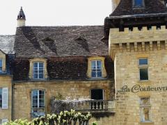 Immeuble - Français:   Immeuble, 1 place de la Bouquerie, Sarlat-la-Canéda, Dordogne, France.