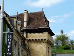 Immeuble - Français:   La tour de la Bouquerie, 1 place de la Bouquerie, Sarlat-la-Canéda, Dordogne, France.