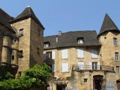 Immeuble - English: Sarlat-la-Canéda, Dordogne, France. À gauche l'hôtel de Vassal; à droite le manoir de Gisson.