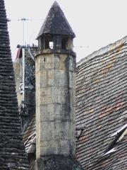 Immeuble - Français:   Cheminée de l\'immeuble, 16 rue Fénelon, Sarlat-la-Canéda, Dordogne, France.