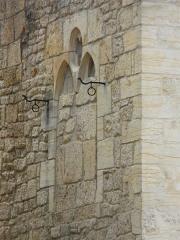 Immeuble - Français:   Côté rue du Présidial, fenêtre trilobée murée de l\'immeuble, 16 rue Fénelon, Sarlat-la-Canéda, Dordogne, France.
