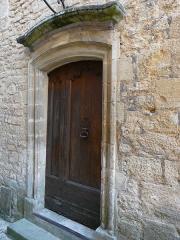 Immeuble - Français:   Coté rue Sylvain Cavaillez, la porte de l\'immeuble 9 rue Montaigne, Sarlat-la-Canéda, ,Dordogne, France