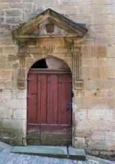 Immeuble - Français:   Côté impasse de la Vieille-Poste, le portail Renaissance de l\'immeuble 9 rue Montaigne, Sarlat-la-Canéda, ,Dordogne, France