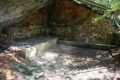 Gisement préhistorique de la Ferrassie - English:   The great rockshelter (\